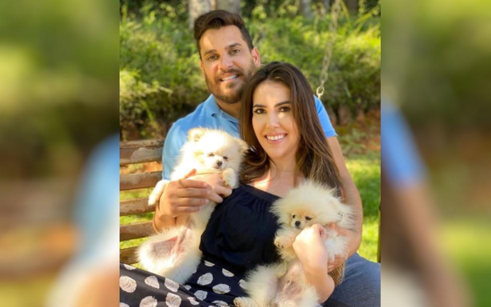 Cauan Máximo, da dupla com Cleber, e a esposa Mariana Moraes — Foto: Reprodução/Instagram