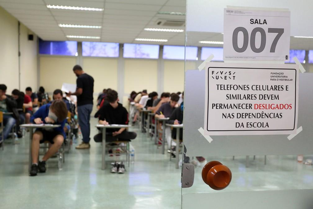 Alunos fazem prova da segunda fase da Fuvest na Poli/USP neste domingo (7) (Foto: Celso Tavares/G1)