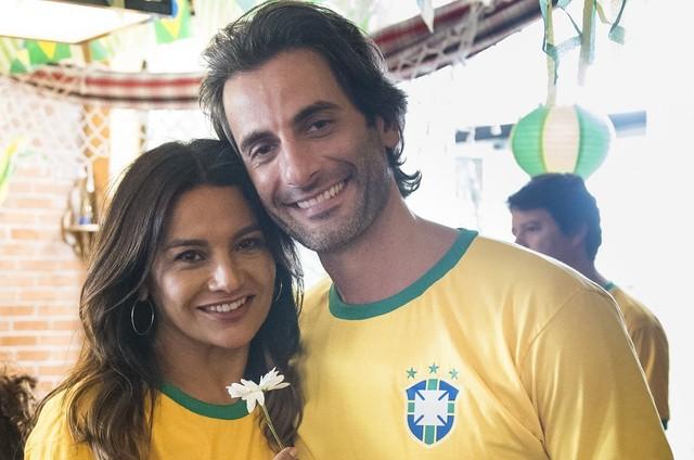 Janaína (Dira Paes) e Raimundo (Flávio Tolezani) (Foto: TV Globo/César Alves)