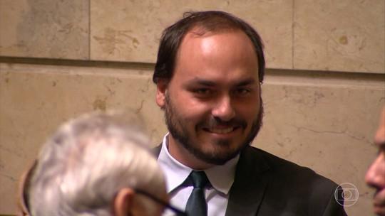 MP investiga se Carlos Bolsonaro tem funcionários fantasmas em gabinete