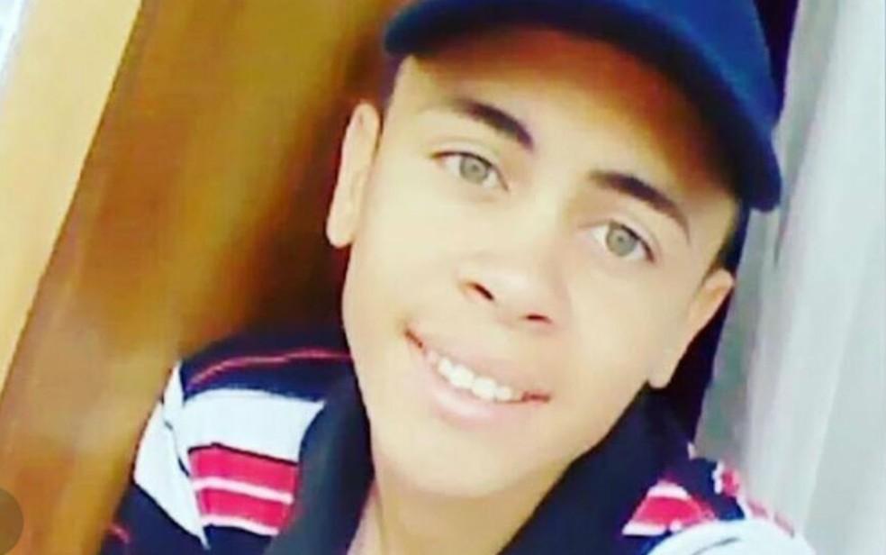 Adolescente de 17 anos morreu afogado após pular em rio  (Foto: Divulgação/Corpo de Bombeiros)