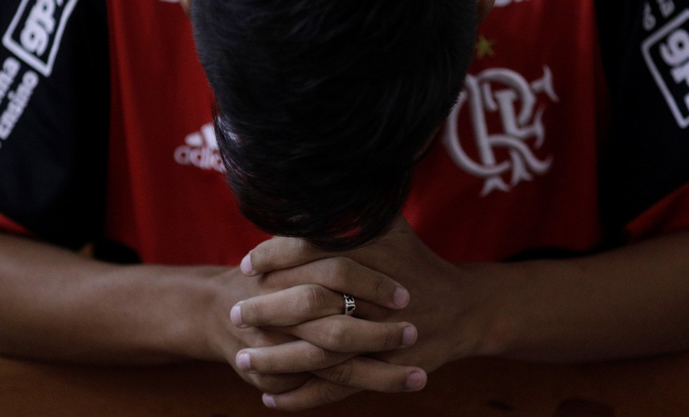 A dor da tragédia — Foto: Ricardo Moraes/Reuters