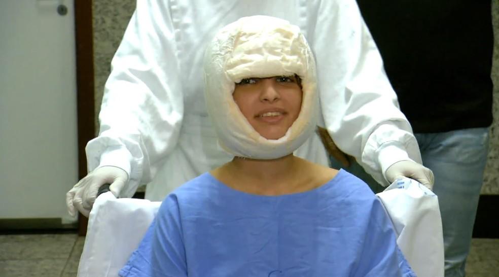 Débora Dantas de Oliveira, de 19 anos, no Hospital Especializado em Ribeirão Preto — Foto: Reprodução/EPTV
