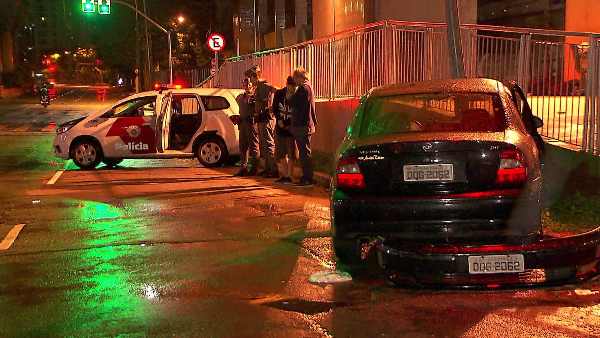 Motorista embriagado foge da polícia e provoca acidente na Avenida Roberto Marinho