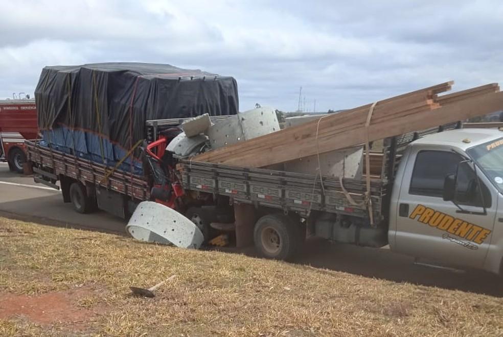 Caminhões bateram em rodovia de Capão Bonito — Foto: Arquivo pessoal
