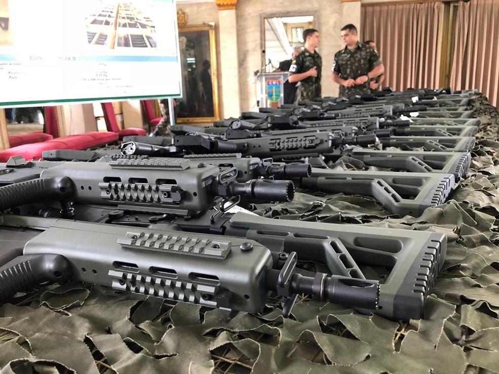 Fuzis serão repassados pelo Gabinete da Intervenção às polícias — Foto: Carlos Brito
