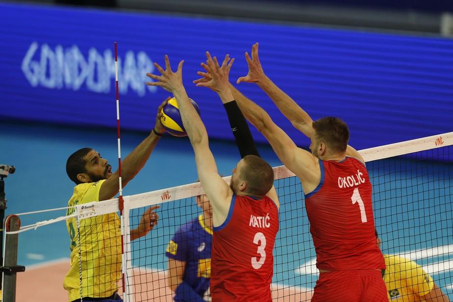 Instável, Brasil erra muito, cai diante da Sérvia e perde a primeira na Liga das Nações