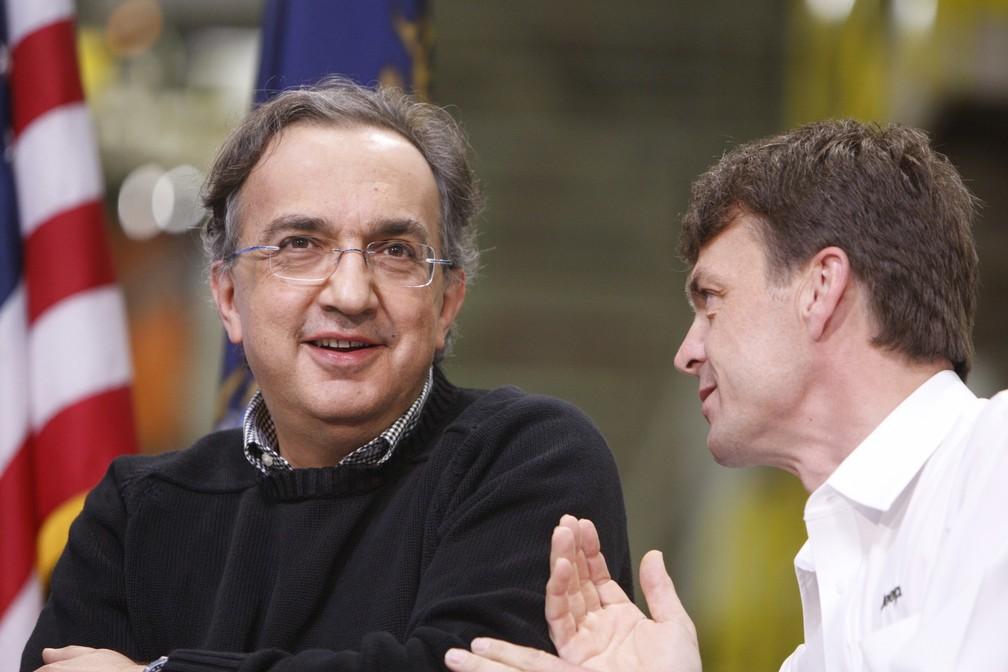 Em foto de 2010, Sergio Marchionne e Mike Manley. Troca de CEO acontece por problemas de saúde de Marchionne (Foto: Carlos Osorio/AP)