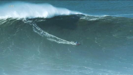 Apesar de perigoso, surfistas de ondas grandes garantem segurança rigorosa no mar