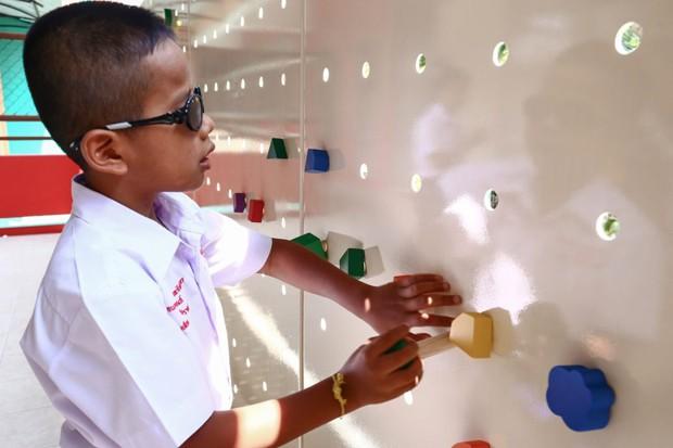 Escola para cegos na Tailândia ganha parede interativa (Foto: Divulgação)