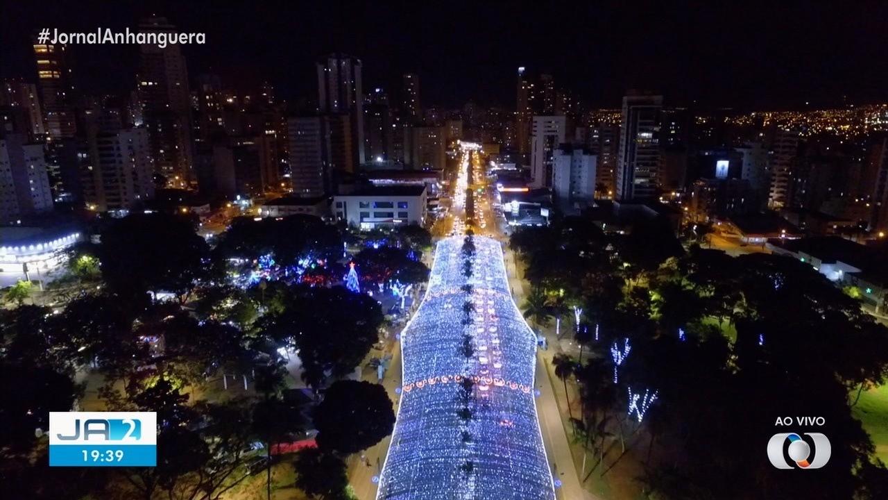 Praça Tamandaré tem iluminação especial para o Natal.