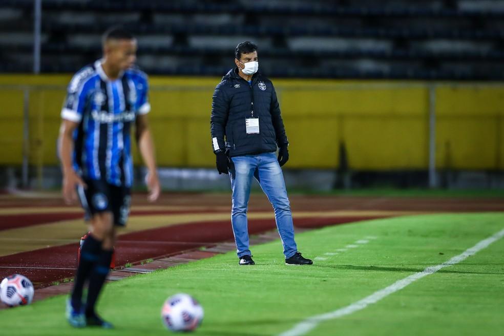 Alexandre Mendes comandou o Grêmio na vitória por 2 a 1 contra o Ayacucho pela Libertadores — Foto: Lucas Uebel/DVG/Grêmio