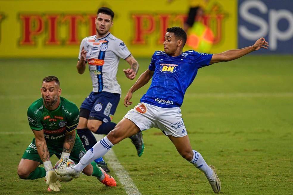 Derrota para o Confiança marca o fechamento de novembro para o Cruzeiro  — Foto: Agência i7/Mineirão