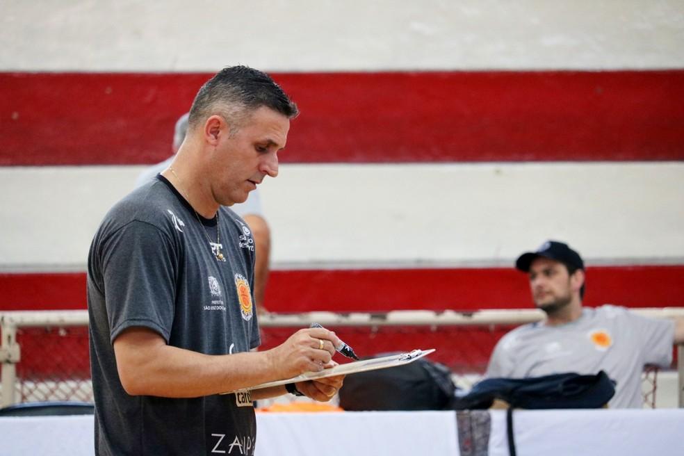 Paulo Cézar Jaú São José Basquete — Foto: Danilo Sardinha/GloboEsporte.com