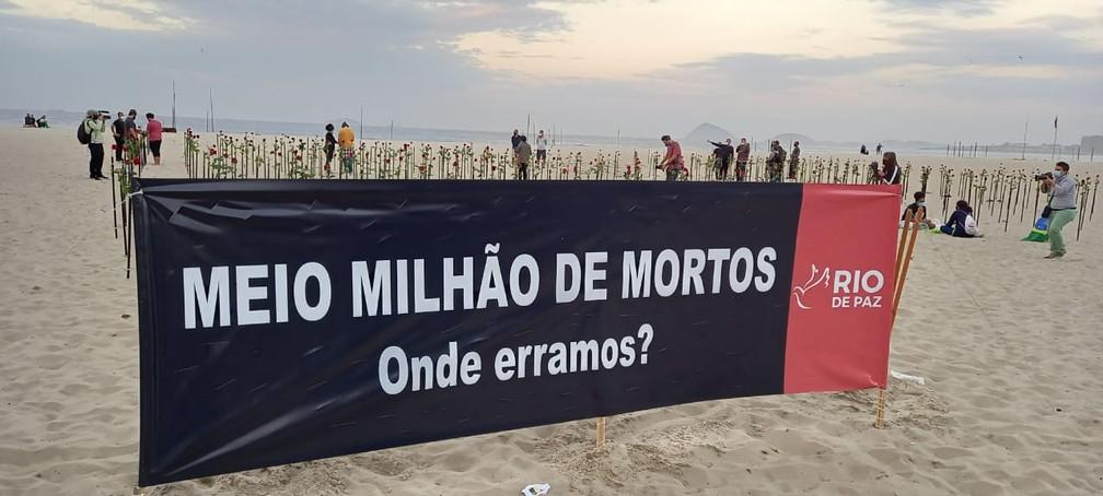 Faixa do Rio de Paz questiona onde o Brasil errou no combate ao coronavírus — Foto: Reprodução