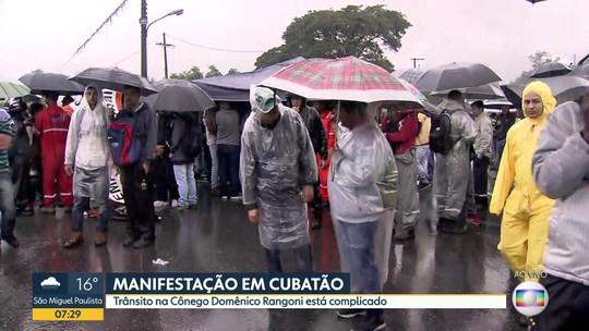 Funcionários de refinaria fazem greve em Cubatão
