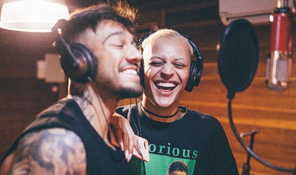 Lucas Lucco e Pabllo Vittar gravam juntos em estúdio — Foto: Felipe Flores