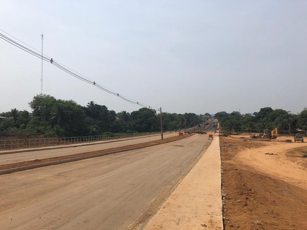 Com mais de 3 quilômetros de extensão, a Avenida Candeias interliga vários bairros ao centro do município — Foto: Jeferson Carlos/G1
