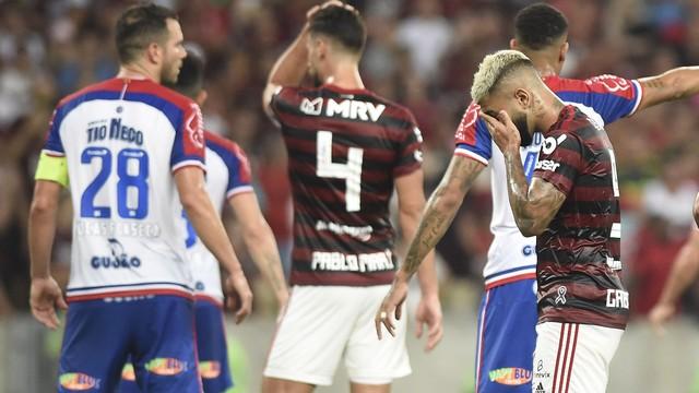 Gabigol em ação na partida entre Flamengo e Bahia