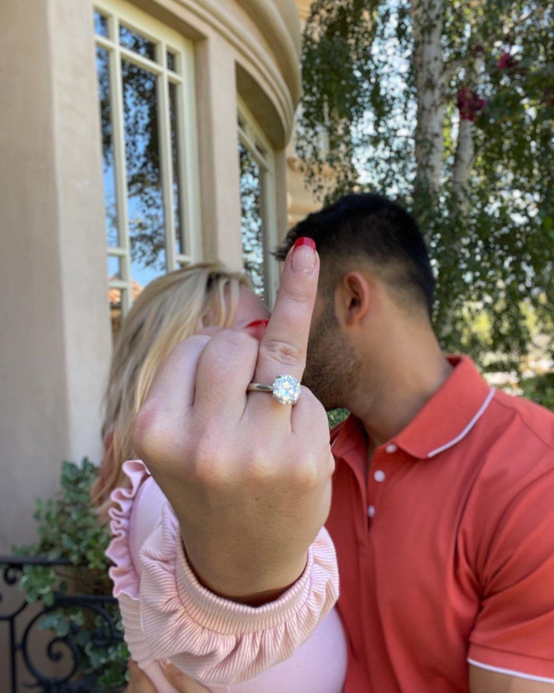 Britney Spears pede para acelerar fim da tutela do pai para ela poder se casar com Sam Asghari