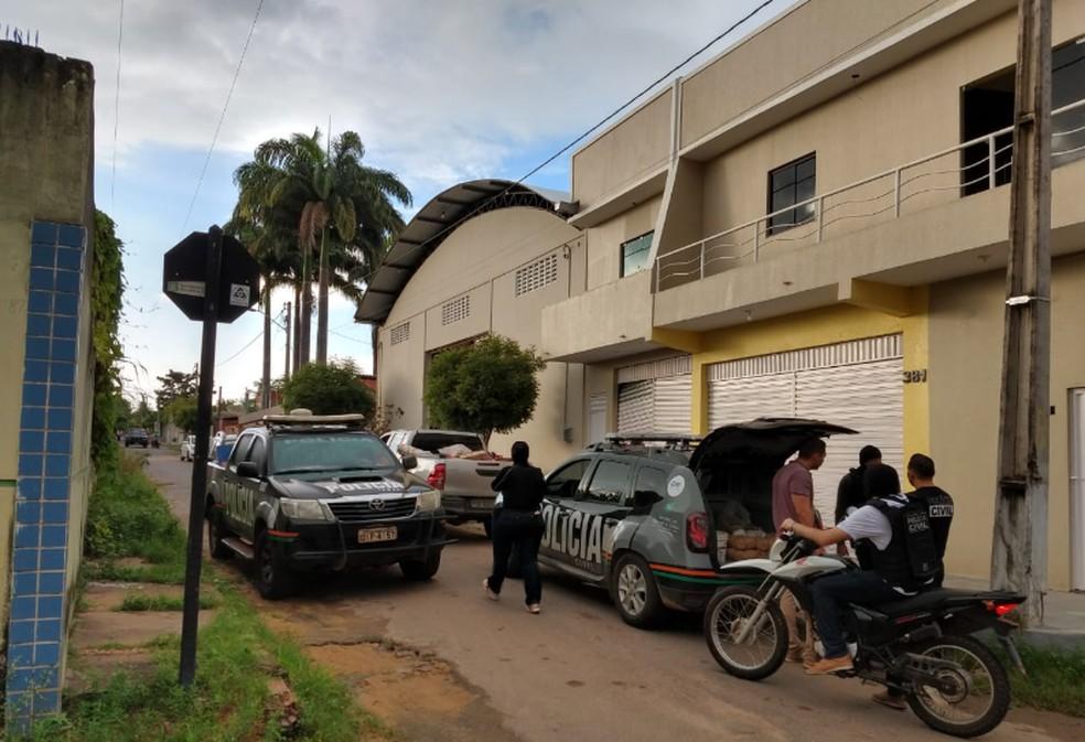 Todos os explosivos estavam armazenados de forma ilegal. — Foto: Mateus Ferreira/TV Verdes Mares