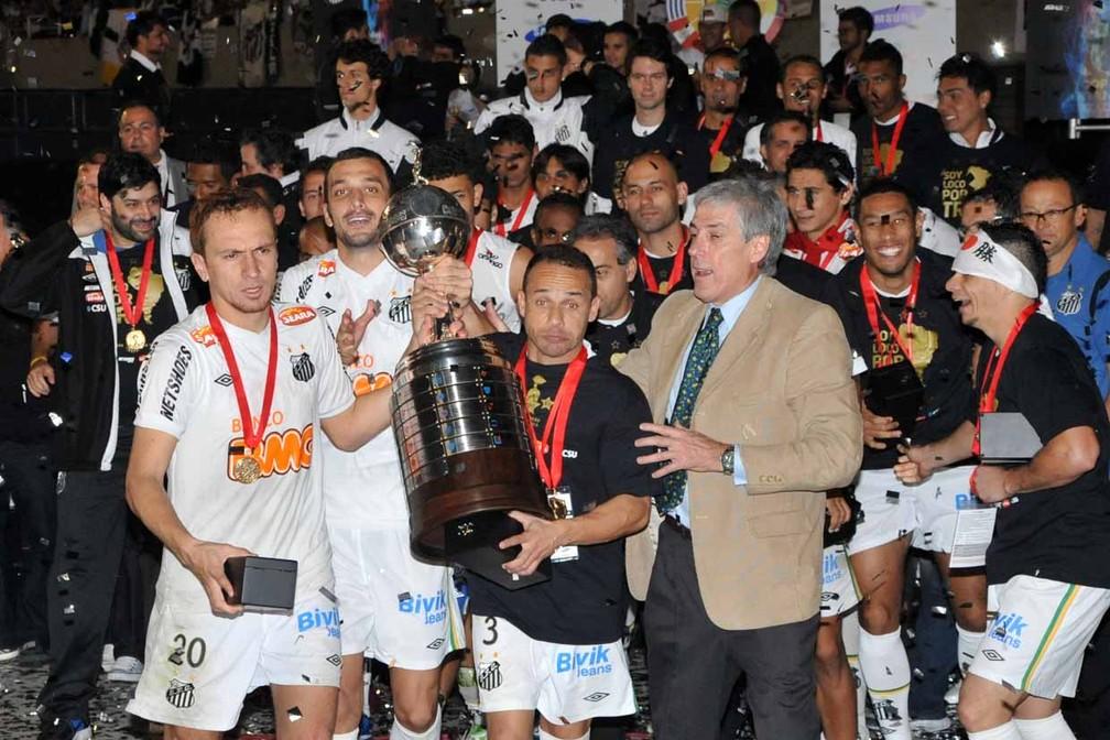 Pará (à direita, com faixa branca na cabeça), na comemoração do Santos do título da Libertadores de 2011 — Foto: Divulgação/Santos FC