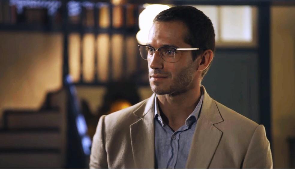 Dr. Aranha (Paulo Rocha) chama a atenção de Nicolau (Marcelo Serrado), na novela 'O Sétimo Guardião' — Foto: TV Globo