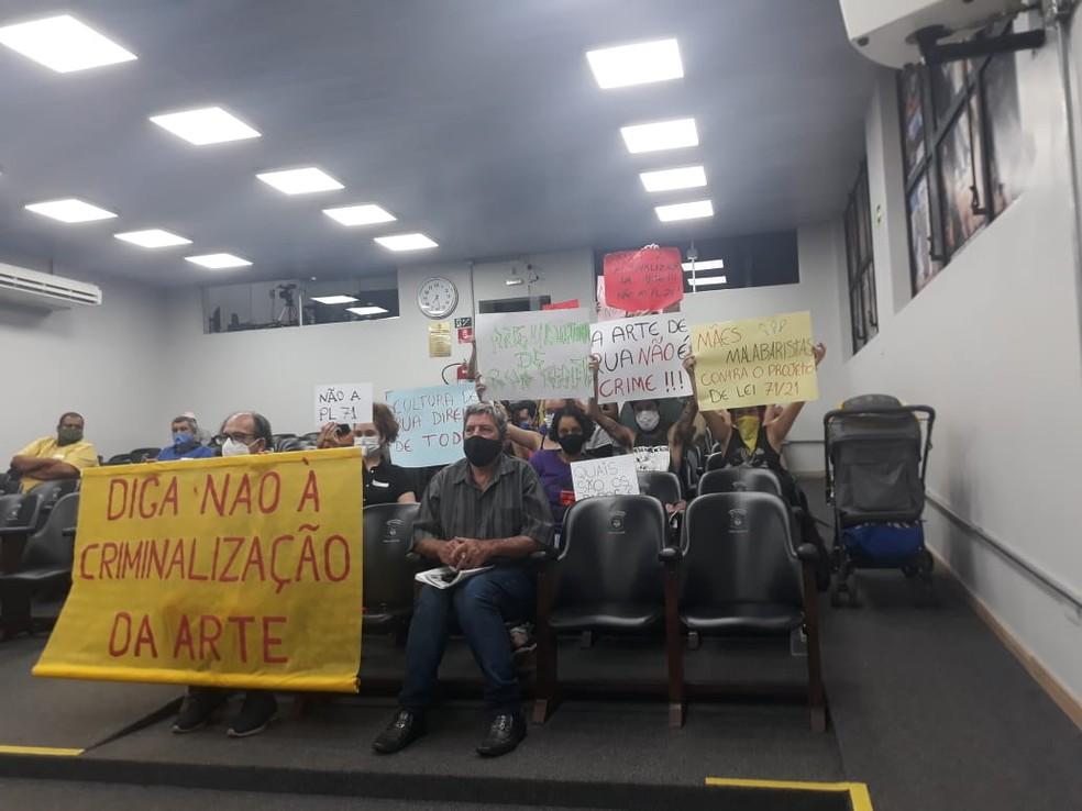 Projeto de lei aprovado por vereadores nesta segunda-feira (28) decepciona moradores e praticantes de malabares — Foto: Povo na Rua - Ourinhos/Divulgação