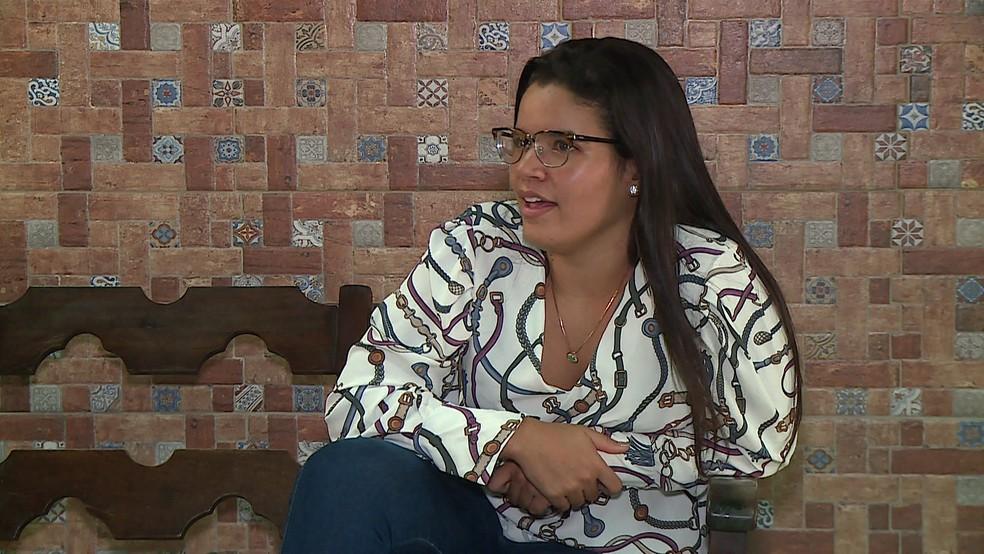 Larryssa é filha de porteiro e secretária de escola no Grande Recife e passou em quatro faculdades de medicina — Foto: Reprodução/TV Globo