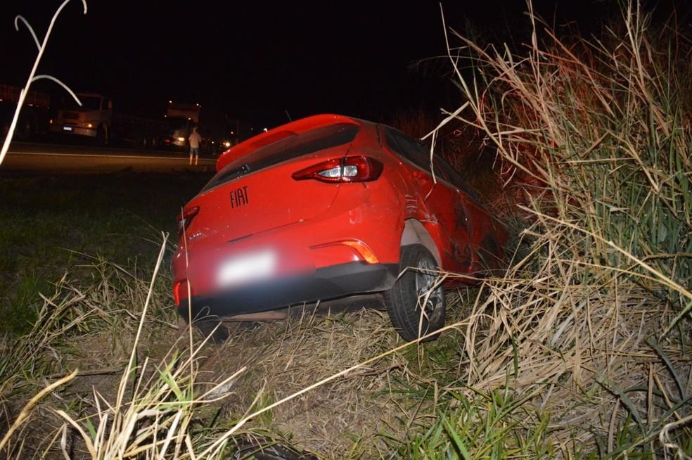Veículos ficaram danificados após batida em rodovia de Quatá — Foto: i7 Notícias/Manoel Moreno