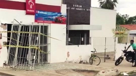 Bandidos explodem posto de atendimento da cidade Monsenhor Gil