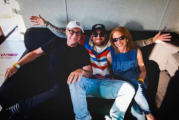 O rapper Mac Miller (1992-2018) com os pais (Foto: Instagram)