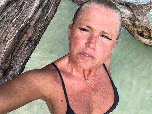 Xuxa de férias na Jamaica  (Foto: reprodução Instagram )