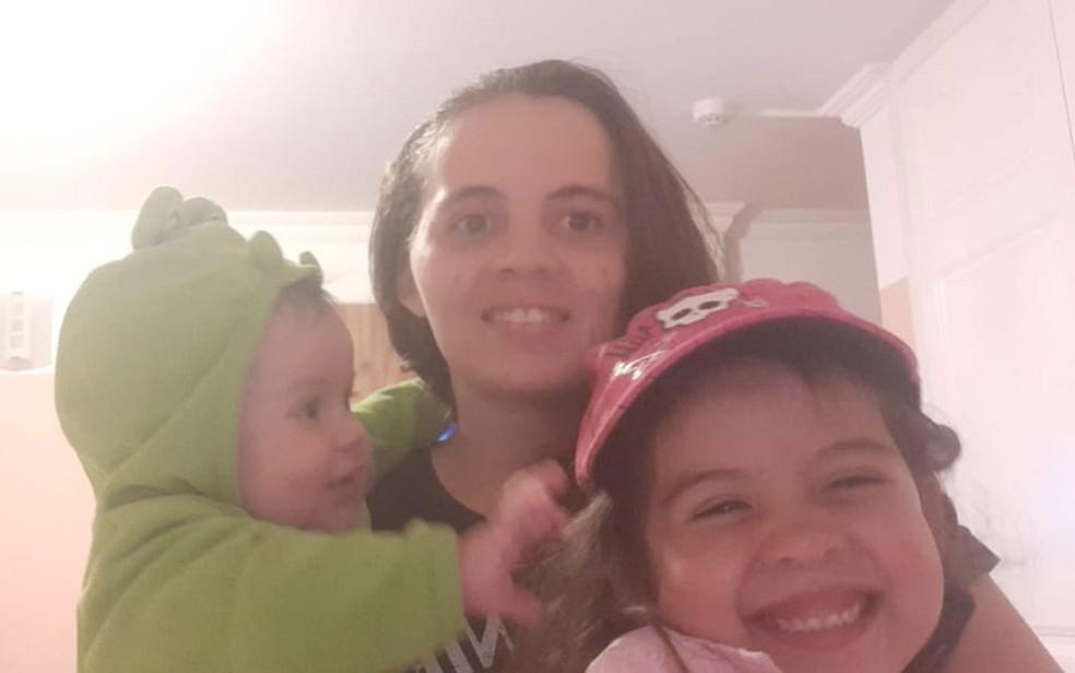 Clezes Lima de Matos passou a noite em Quito, no Equador, com as filhas Zoey, de 5 anos, e Chloé, de 7 meses, para esperar voo de repatriação que sai nesta sexta-feira (24) — Foto: Arquivo pessoal