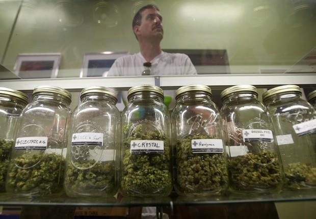 São mais de mil lojas que vendem maconha em Denver (Foto: David McNew/Getty Images)