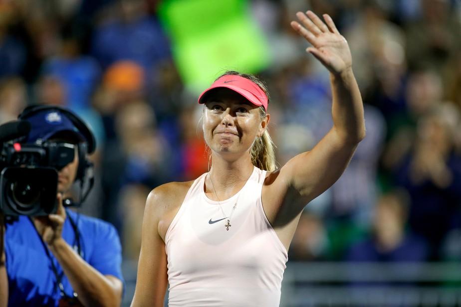 Com direito a pneu no set decisivo, Sharapova vence na estreia em Stanford