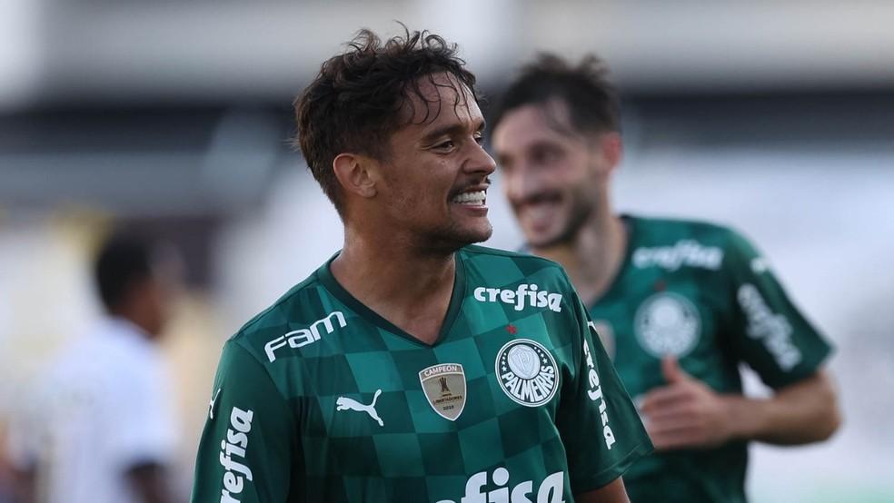 Gustavo Scarpa é boleiro e leitor — Foto: Divulgação/Palmeiras