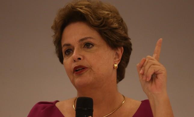 Na Argentina, Dilma critica 'ataques à democracia'