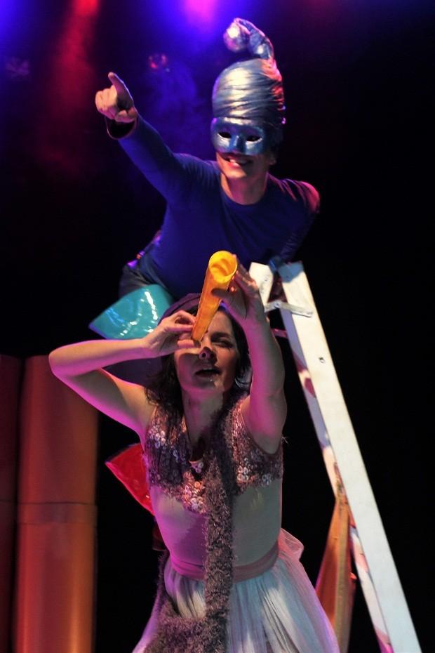 O Sonho de Maria Luísa é um dos únicos espetáculos da Cia produzidos a partir de um texto (Foto: Fellipe Oliveira/Divulgação)