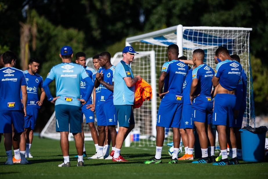 Ceni evita expor deficincias do time do Cruzeiro exalta elenco e comenta sobre momento de Fred