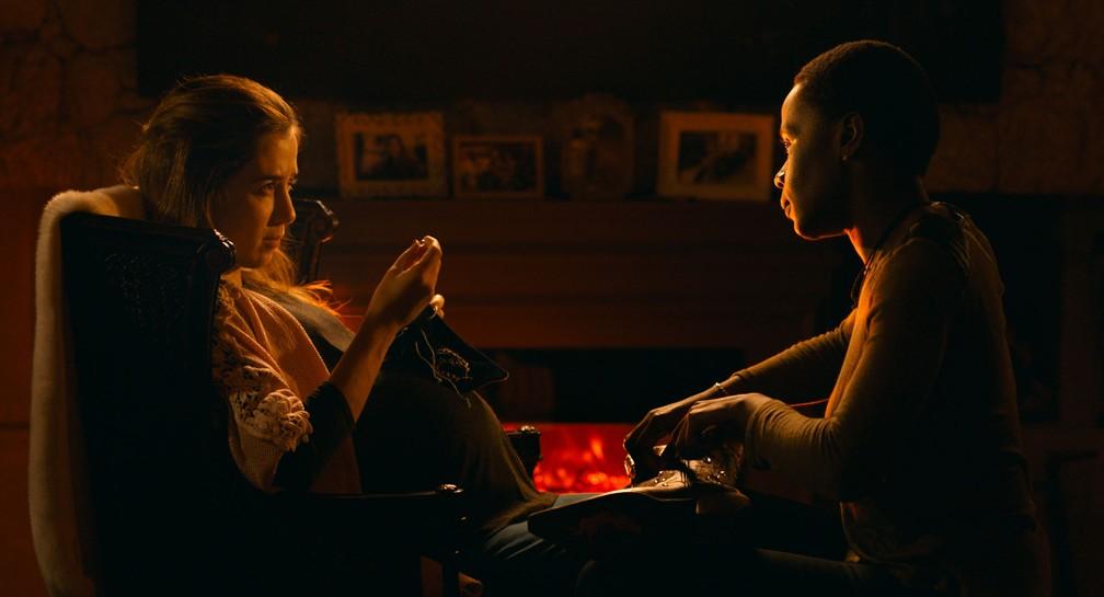 -  Marjorie Estiano e Isabél Zuaa em cena do filme   39;As boas maneiras  39;  Foto: Rui Poças/Divulgação