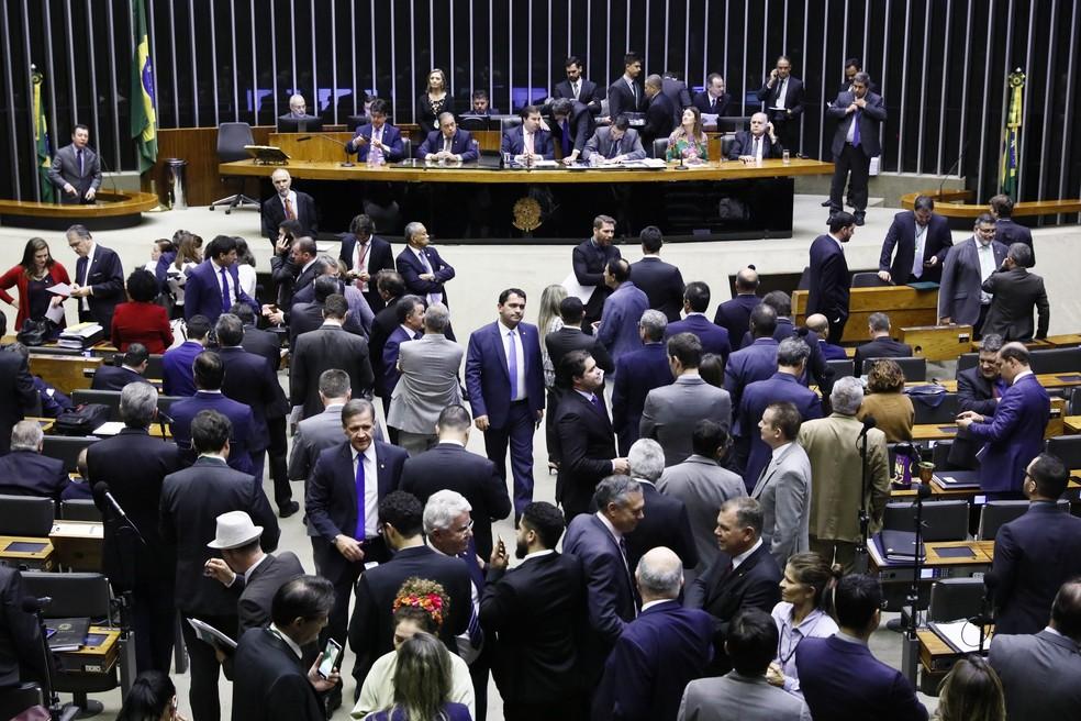 Deputados reunidos em plenário durante a votação da PEC da Previdência nesta sexta-feira (12) — Foto: Luis Macedo/Câmara dos Deputados