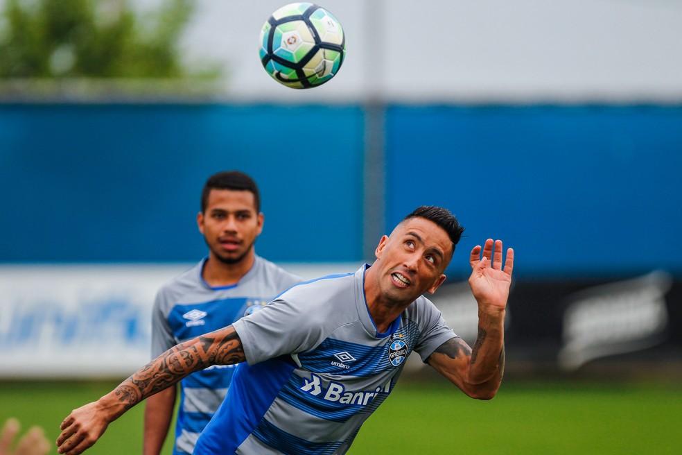 Lucas Barrios ganhará mais parceria com Luan  (Foto: Lucas Uebel/Grêmio)