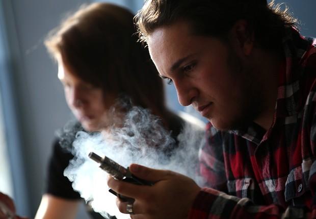 Cigarros eletrônicos também são prejudiciais à saúde (Foto: Getty Images)