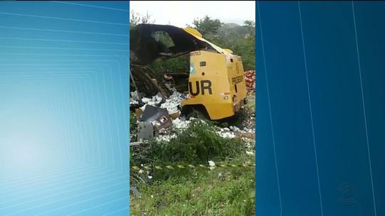 Assaltantes explodem carro-forte em rodovia estadual na Paraíba