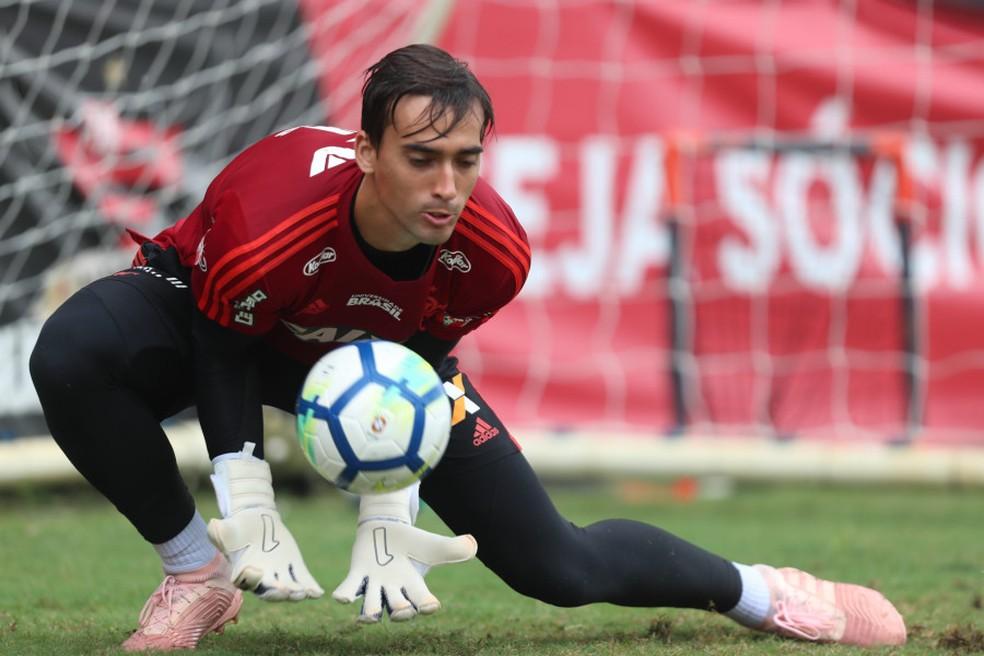 Goleiro César também trabalha em parceria com assessoria financeira — Foto: Divulgação/Flamengo