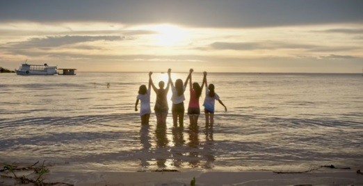 Swarovski apresenta documentário Waterschool' (Foto: Divulgação)