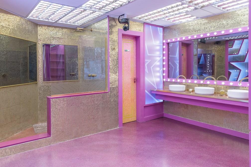 O banheiro da casa do 'BBB21' tem ares de um grande camarim, com muitos espelhos e iluminação privilegiada  — Foto: Fábio Rocha/Globo