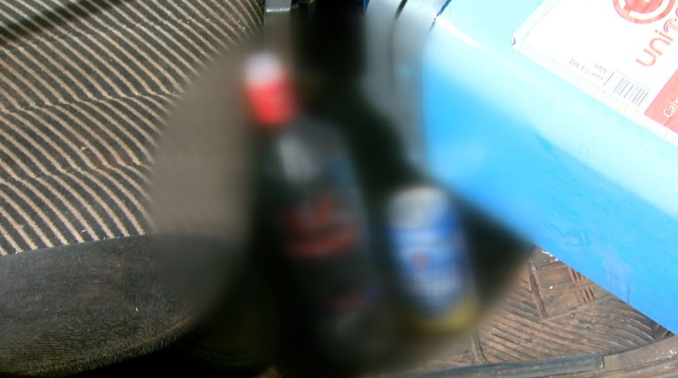 Caixa térmica e bebidas foram encontradas dentro de carro após acidente em Sertãozinho, SP — Foto: Reprodução/EPTV