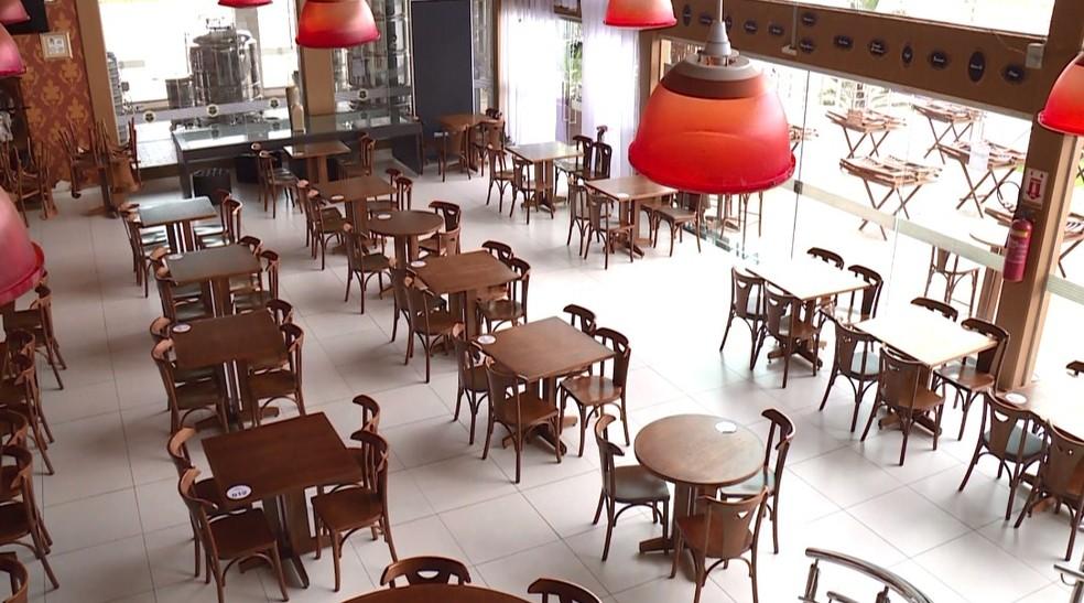 Bares, restaurantes e similares poderão funcionar das 6h até às 23h a partir de segunda-feira (24). — Foto: Reprodução/ TV Grande Rio
